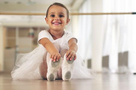 Ballettmädchen an der Stange