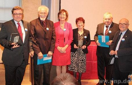Vacláv Sklenář (v.l.), Willi Steger, Anne Gierlach, Christa Steger, Dr. Alfons Maurer, Hans Eibauer. − Foto: privat