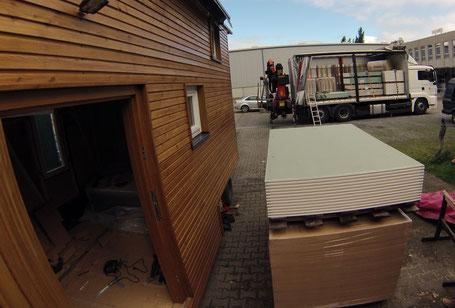Baumaterial-Lieferung bis vor die Haustür :-) Auch das kostet....