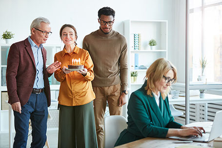Unternehmenskultur: zufriedene Mitarbeiter durch guten Umgang miteinander im Team