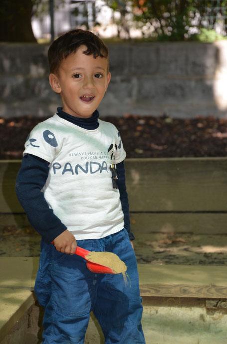 Der 3-jährige Ahmad aus Syrien konnte in Baumgarten das erste Mal in seinem Leben richtig Kind sein.