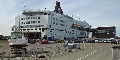 Die MS Norröna am Terminal von Fjord-Line.