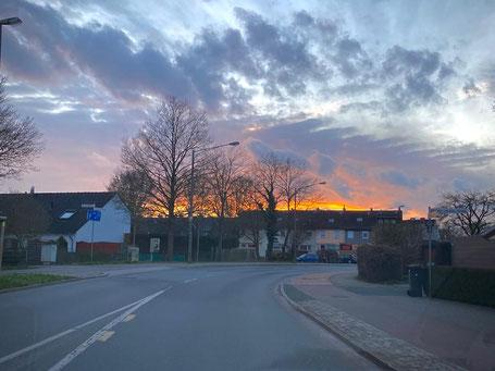 In Bremen Kattenturm leben Menschen aus über 100 Ethninen. Vaja versucht auch in Obervieland aufsuchende Jugendarbeit.
