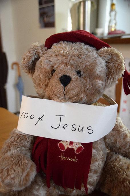 9月4日(日)のJC礼拝で紹介されたネイマール選手と同じ「100%Jesus」の鉢巻き。ラブ君は首に(^^♪