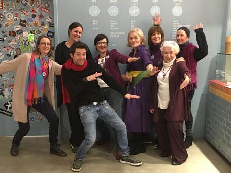 Hinten von links: Annegret, Tina, Gaby, Danielle, Krista, Anka Eva. Vorne von links: Max, Naomi