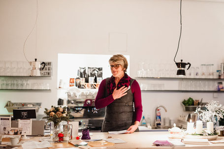Wortwechsel in violett; Kitchen2soul; Edith Roebers; Service Experts