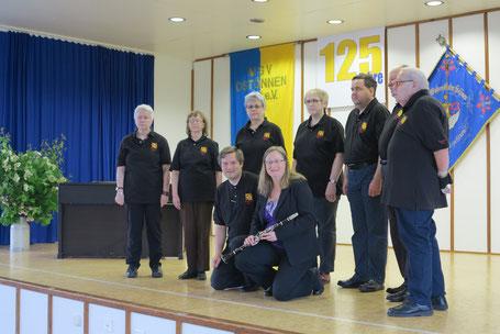 von links nach rechts: Irene Frei, Monika Büttiker, Therese Scheidegger, Lisbeth Käser, Martin Zingre, Hans-ueli Willi, René Scheidegger;   davor knieend: Doris und Manfred Zimmermann