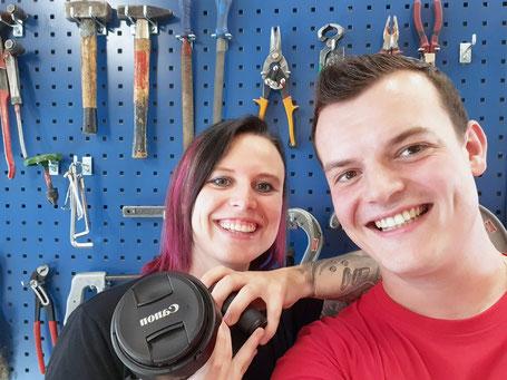 Foto: Natascha und Patrick vor Kazan bei der Firma Marty AG in Altdorf
