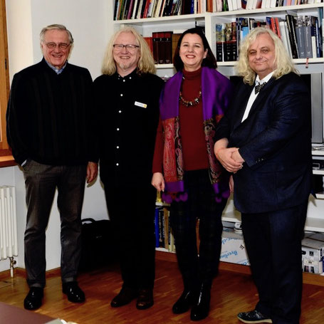 S desna na lijevo: Direktor zemaljskog muzeja Lihtenštajn, Prof.Dr. Rainer Vollkommer, Veleposlanica RH u Švicarskoj, PhD Andrea Bekić, djelatnik Zemaljskog muzeja Lihtenštajn i likovno-kulturni stvaratelj Vlado Franjević i gospodin Bekić, 7.2.2019.