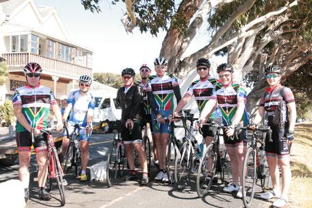 Reisebericht Radsport-Gruppenreise Kapstadt 2017 - Gruppenbild Reiseteilnehmer mit Rennrad
