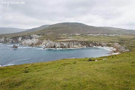 Blick auf die weisen Felsen der Ashleam Bay