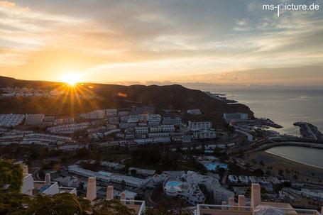 Sonnenaufgang über Puerto Rico vom Hotel Riosol aus