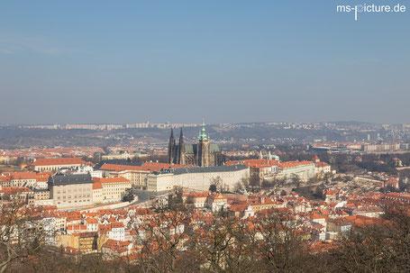 Prag von oben fotografiert vom Aussichtsturm auf dem Petrin