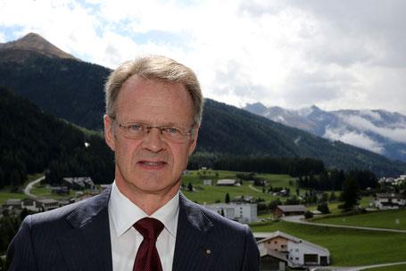 """Hans-Peter Wyss """"Irgendeinmal muss die Gemeinde Davos einen Entscheid fällen, wie man mit dem Spital verfahren will, wie das Defizit gedeckt werden soll""""."""