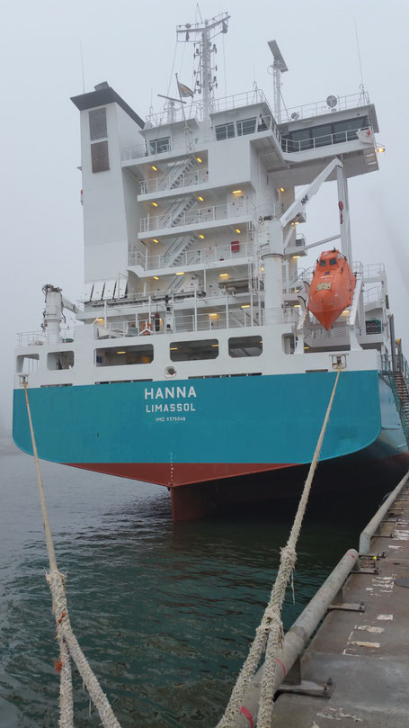 Die MS Hanna Ist Ein Mittelgrosses Containerschiff Das Hauptschlich Route Hamburg