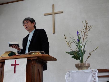 2019年2月24日(日) 説教を語る森牧師 十文字平和教会の講壇にて