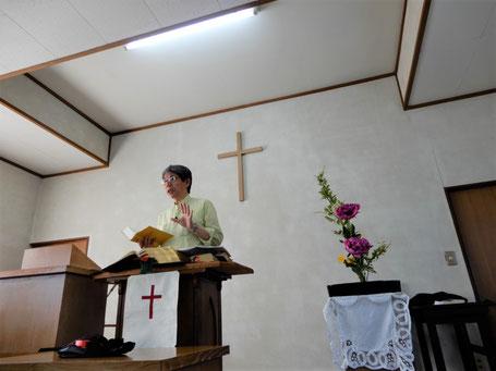 2019年5月26日(日)の礼拝にて 冷房のエアコンが必要な季節になりました。帯広では39℃近かったとニュースで。シャクヤクが美しいです。