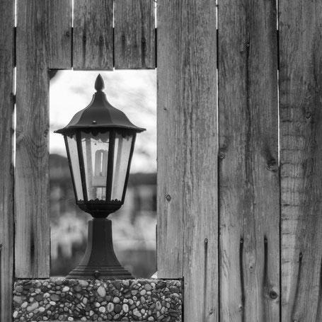 noch alle Lampen im Zaun?