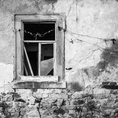 Wind weht durchs Fenster