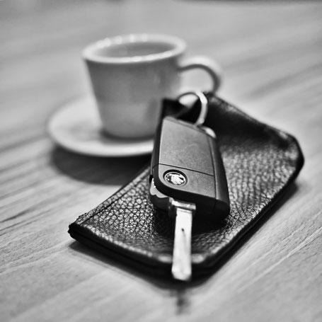 Espresso und Leihwagen