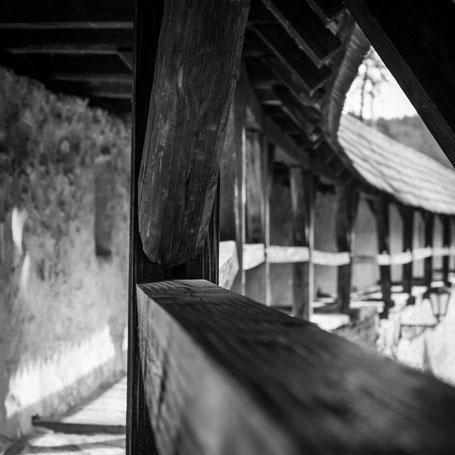 Begehbarer Teil der Stadtmauer Berching