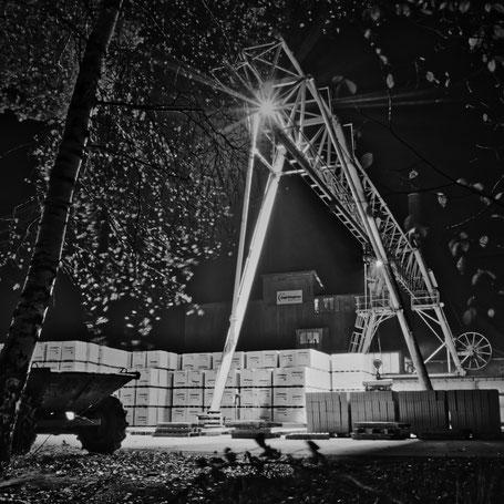 Gipswerk - Ladekran bei Nacht