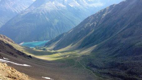 Pause Rast Braunschweiger Hütte Similaun Hütte Grenze Italien Osterreich Alpen E5 Berge Wandern Blick auf See