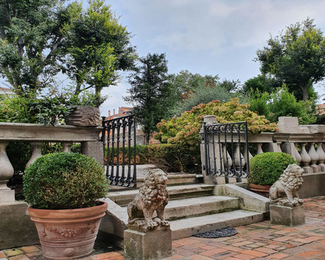 palazzo garden in venice, garden tour to venice, secret gardens of venice, toursbymarie