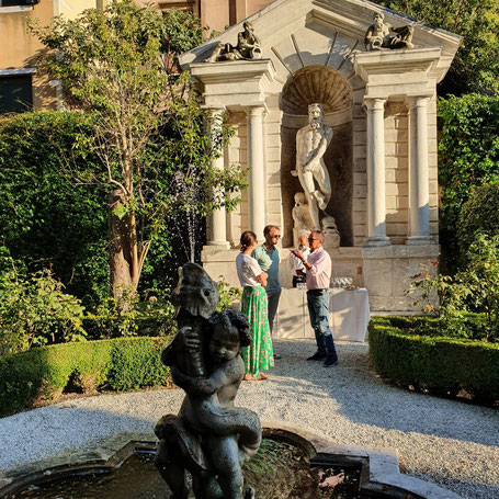 private gardens of venice, secret gardens of venice, toursbymarie, garden tour of venice