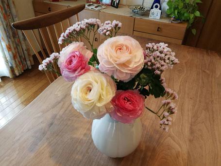 山形県酒田市のふるさと納税返礼品で届いたお花です。二週間以上経ってるのにこんなにキレイ!