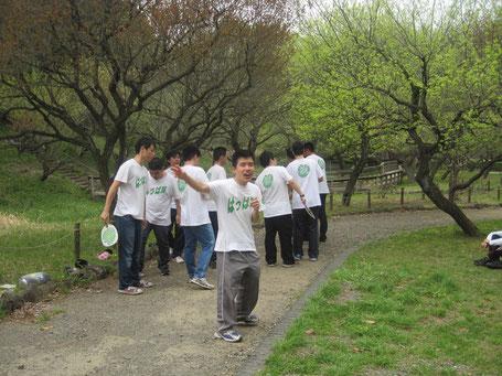 新緑の季節も間近。大池公園で恋太郎音頭を披露しました。