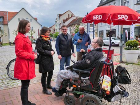 v. L. Nadine Hofmann, Katja Pähle, Robert Drews und Erhard Prehm am Wahlkampfstand