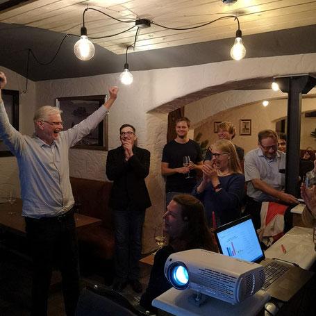 Herbert Wollmann (links) freut sich über seinen Wahlsieg!