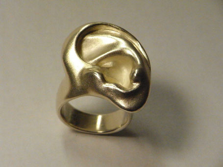 Schmuckring Designstück 925/- Silber. Ohrring für den Finger. Ohrring oder Fingering das ist hier beides in einem?