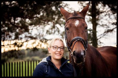 unabhängige Fütterungsberaterin Anne Stein mit Pferd