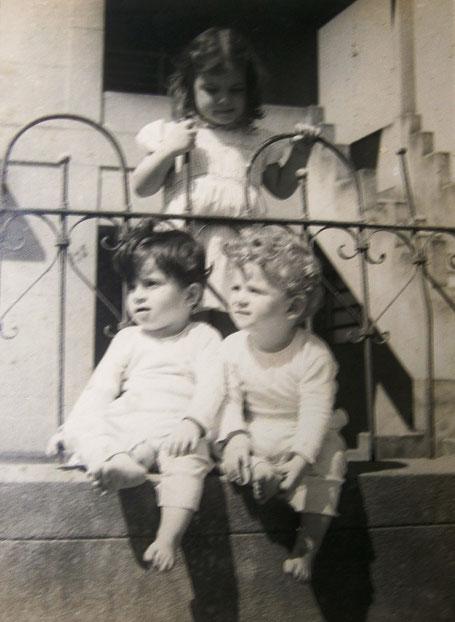 Pyari mit den 2 Zwillingsbrüdern in Rio de Janeiro, Brasilien.    Foto mit dem der Vater den ersten Preis bei einem Kodak Wettbewerb gewann.