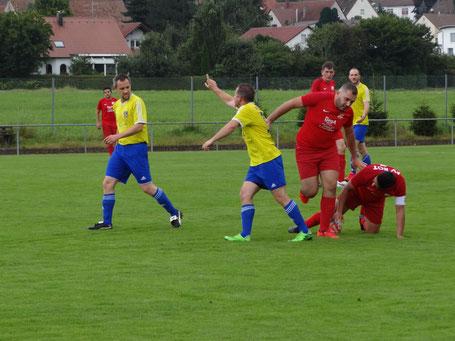 Christian Bucher hatte in dieser Szene eine andere Meinung als der Schiedsrichter.