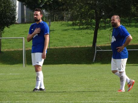 Tobias Dolpp und Sezgin Pasov können das Ergebnis im Auftaktspiel nicht wirklich einordnen.