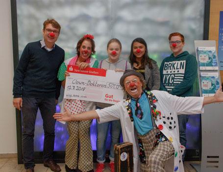 Spendenübergabe an die Clowndoktoren
