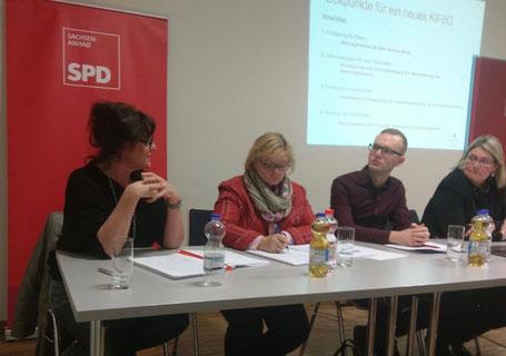 Von links: Angela Leuschner, Vinny Zielske, Florian Gereke und Susi Möbbeck