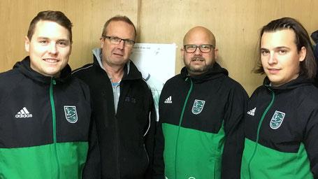 Hans-Jürgen Hansen bei der Vertragsverlängerung mit dem Funktionsteam