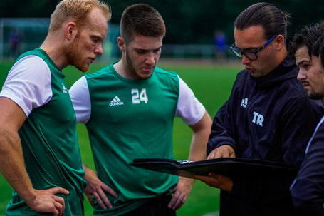 Finn Apel mit Jan Bannasch (links),  Daniel Rohroff (mitte) und Maxi Hanich