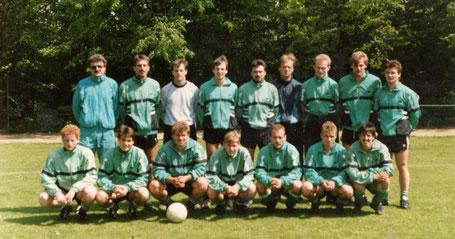 Knorre mit seiner Mannschaft (3. von unten links)