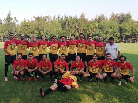 Zakko mit seinem Uni-Liga-Team (zweiter von unten rechts)