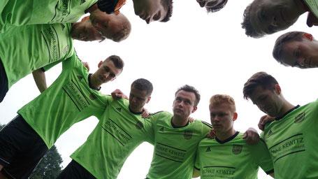 Fokussiertes Team vor dem Spiel