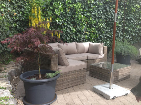 Lounge im Poolbereich für Gäste
