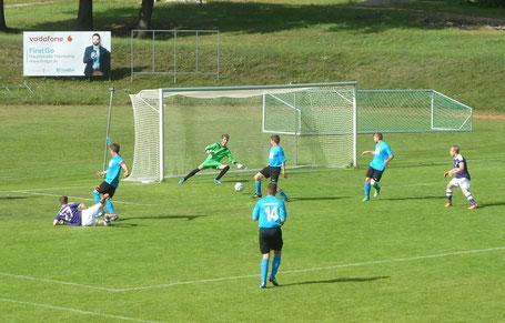 Kaum 20 Sekunden auf dem Feld, trifft Müller (Nr. 27, liegend) zum 4:1-Endstand (83.)