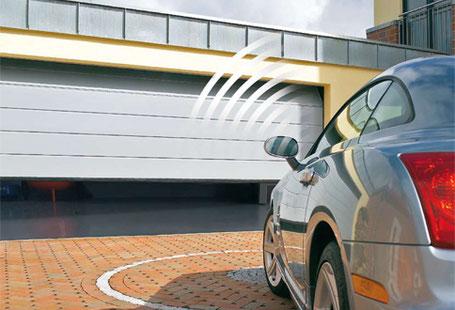Dank Automatisierung müssen Sie nicht mehr aus dem Auto ein- und aussteigen. Ein Knopfdruck auf die Fernbedienung genügt - und schon öffnet sich Ihr Tor ganz ohne Zeit- und Kraftaufwand.