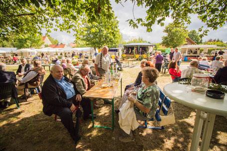 Beim Weinfest traf man viele bekannte Uetzer Gesichter