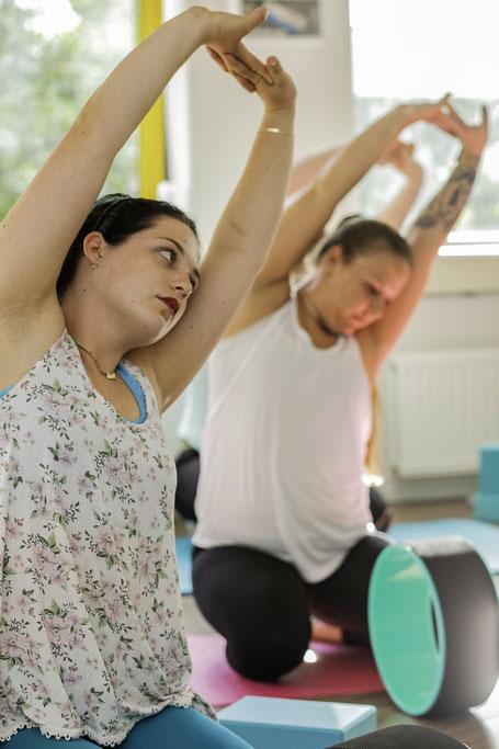dharmayogawheel, yogales, yogalessen, yogazoetermeer, yogaflow, stretchen, pilates, poweryoga,